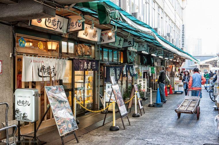 tsukiji fish market restaurants area