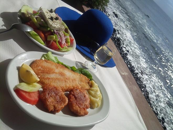 2 Santorini meal on the beach