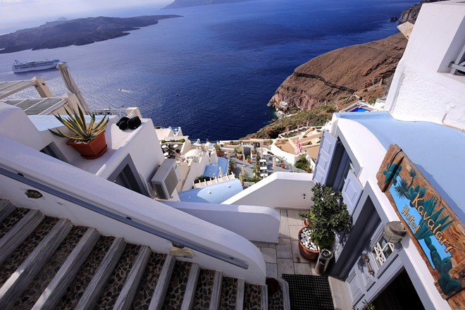 8 Santorini stairs and flowers