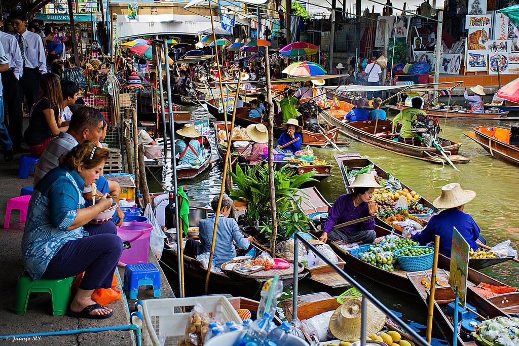 Damnoen-Saduak-floating-market-bangkok-thailand-1