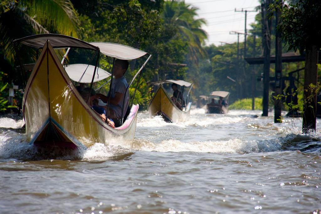 Damnoen-Saduak-floating-market-bangkok-thailand-10