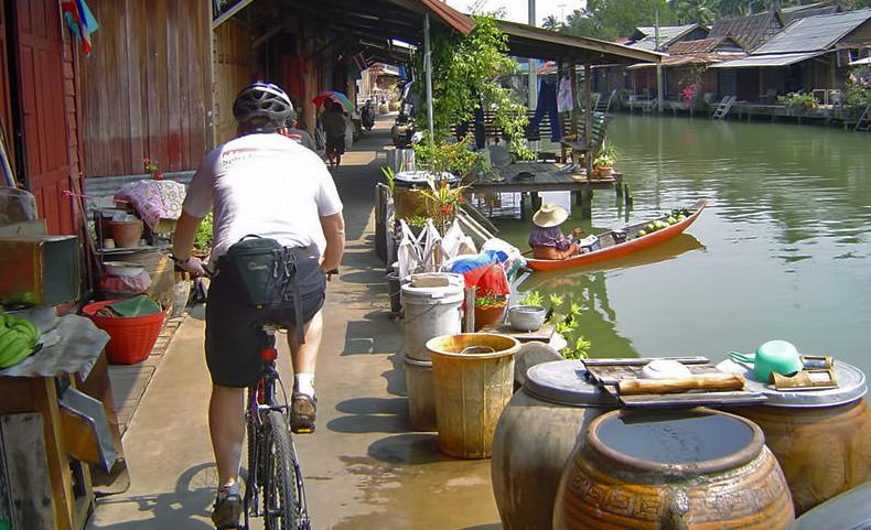 Damnoen-Saduak-floating-market-bangkok-thailand-14