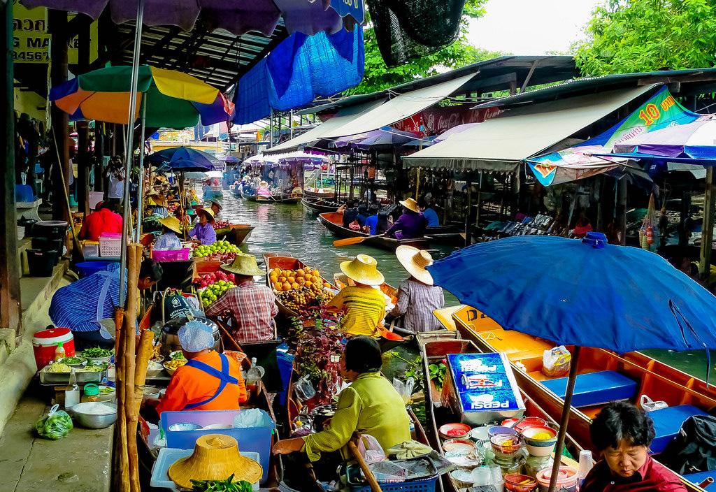 Damnoen-Saduak-floating-market-bangkok-thailand-3