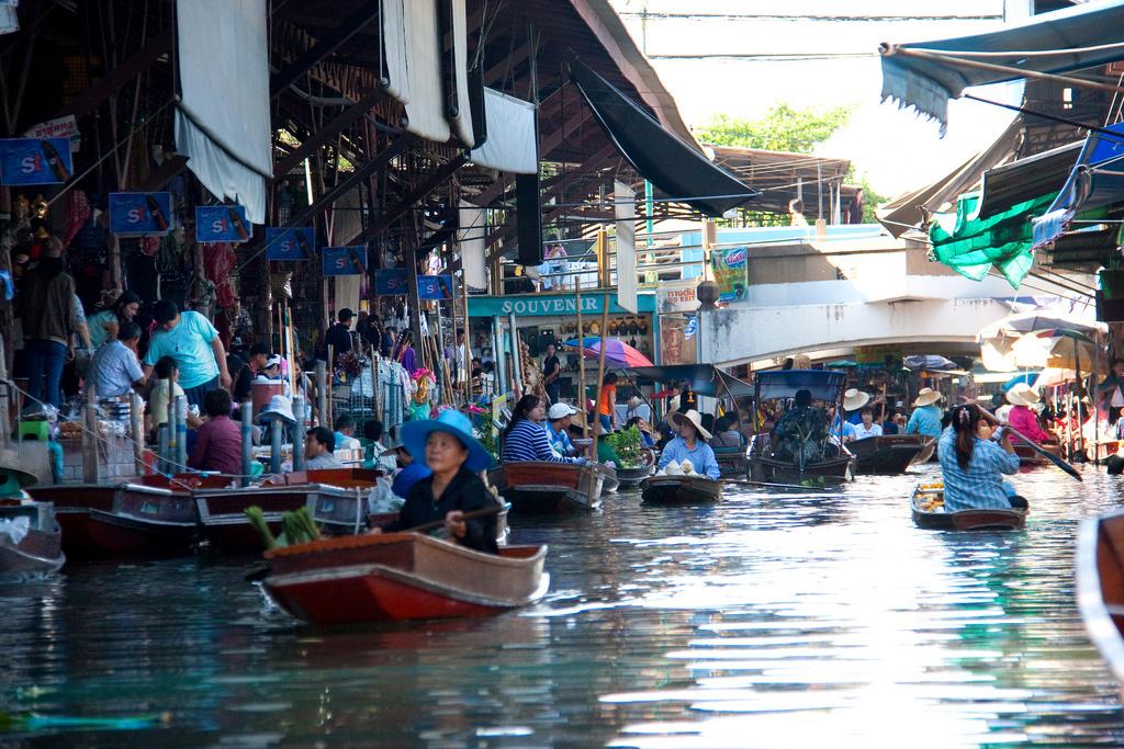 Damnoen-Saduak-floating-market-bangkok-thailand-9