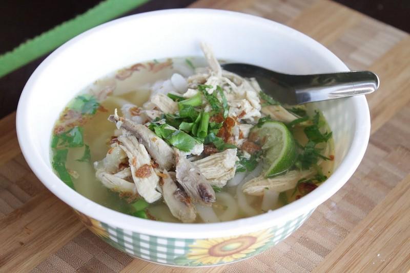 Laotian food - Khao Piak Sen