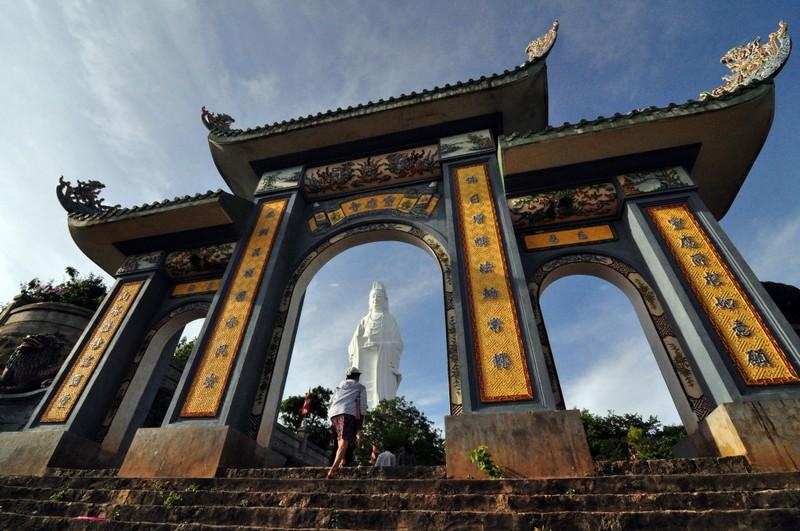 Linh Ung Pagoda. Photo: Ee Shawn