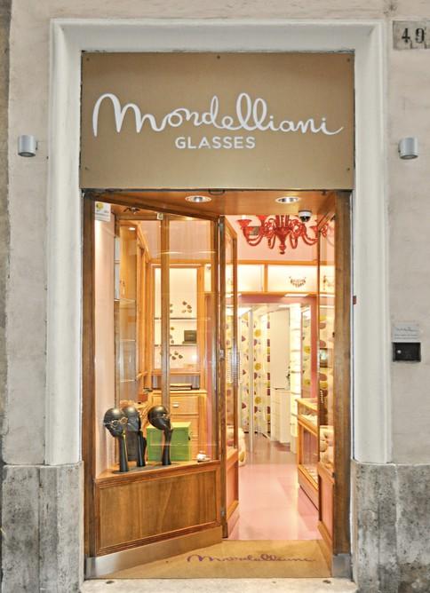 Mondelliani's shop.