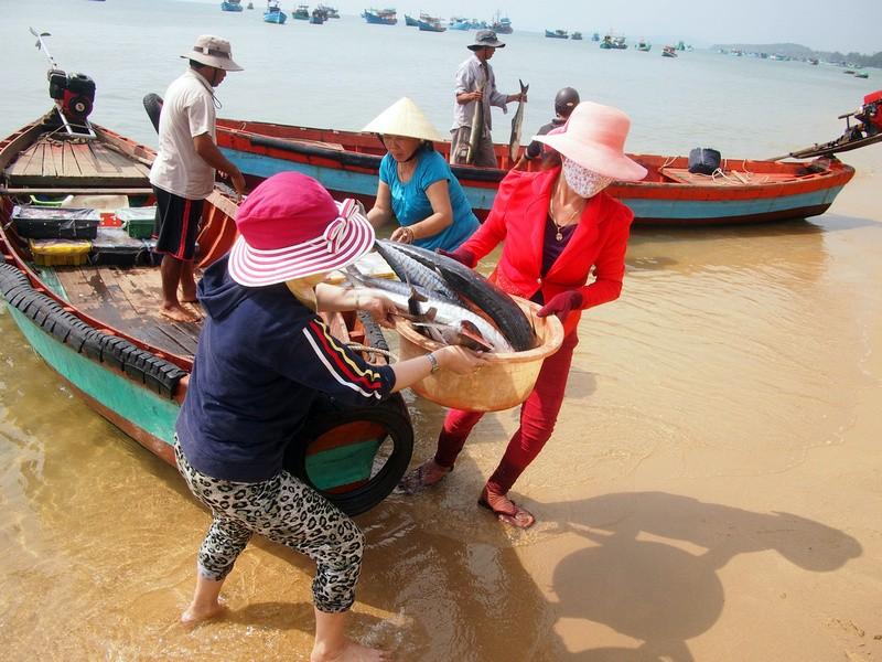 Phu Quoc Island Fishing ladies