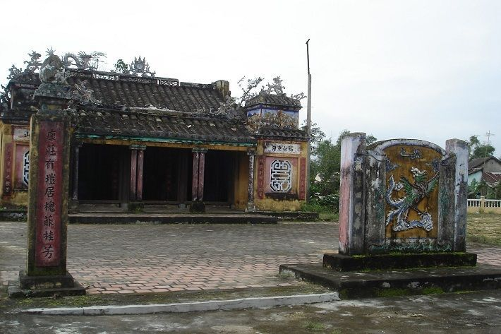 Tuy Loan communal house. Photo: ivivu.com