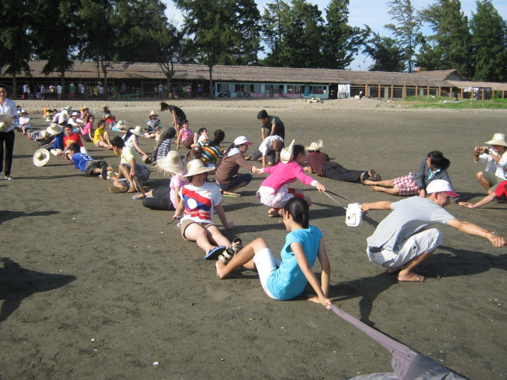 Organize group games comfortably on the beach