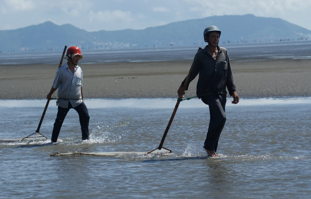 Watch the local people working and fishing on the beach (Photo: worldteacher-andrea)
