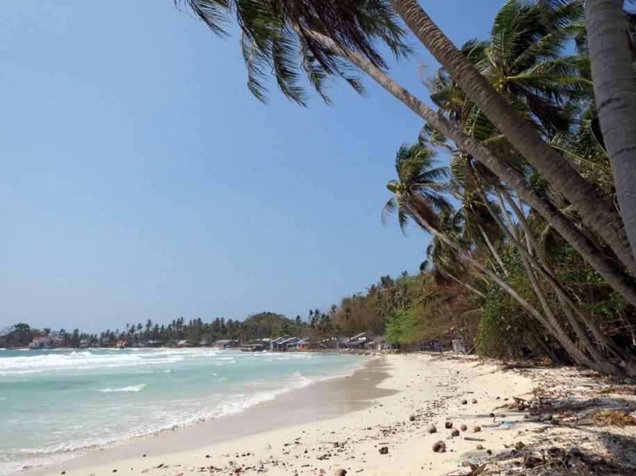 chuong beach hon mau nam du islands kieng giang vietnam 2