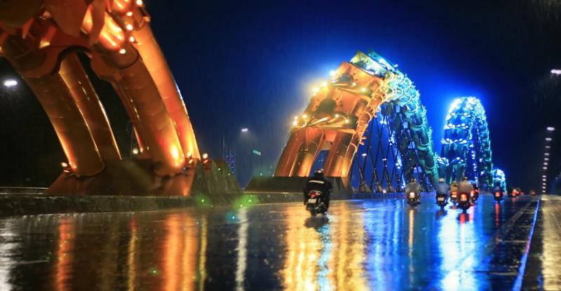 The Dragon Bridge on a rainy day. Photo: Pham Minh Man