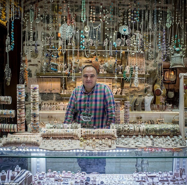 grand-bazaar-market-in-istanbul-11