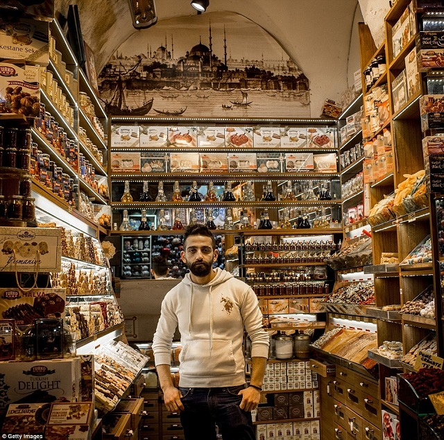 grand-bazaar-market-in-istanbul-12