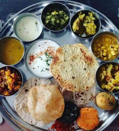 gujarati-thali-in-ahmedabad-best-street-food-in-india