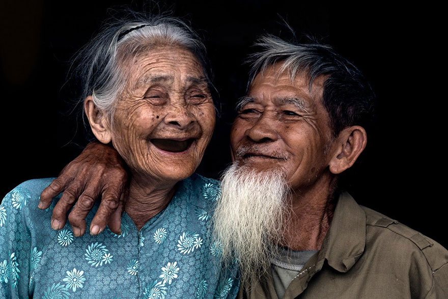 Old couple living in Tra Que village