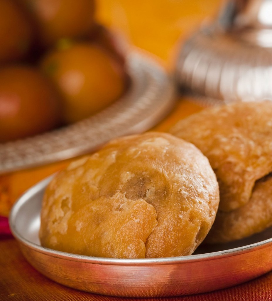 kachori-in-benares-best-street-food-in-india