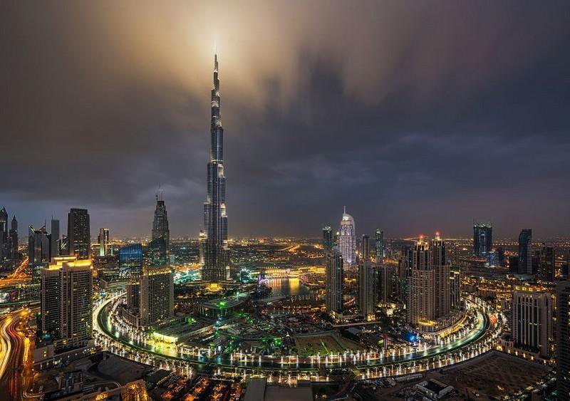 khalifa-tower-in-dubai-city-like-in-sci-fi-film