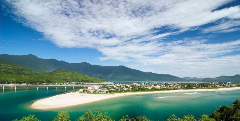 Lang Co bay. Photo: danangtourism.org
