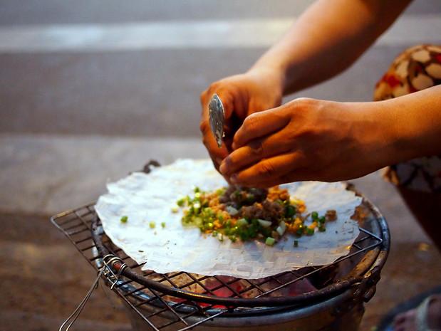 Making parkside banh trang nuong