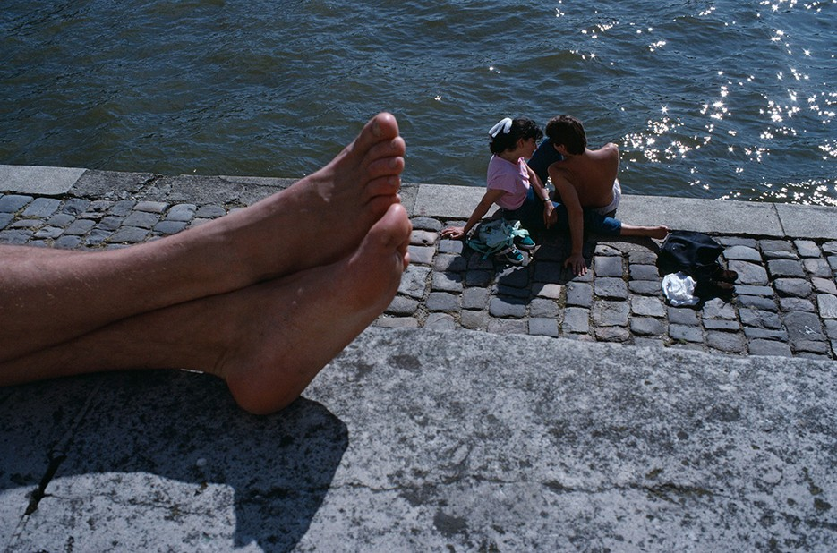 Summer on the banks of the Seine. Photo: Bruno Barbey / Magnum Photos