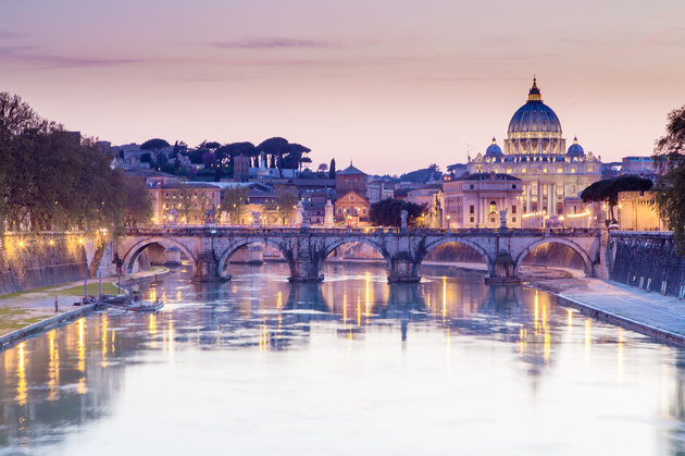 Tiber and St Peter Basilica in Vatican, Rome. CHRISTOBOLO VIA GETTY IMAGES