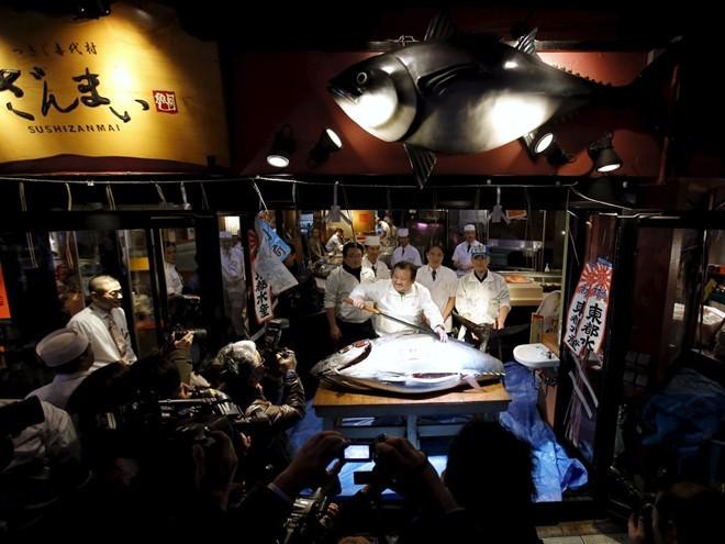 tsukiji-fish-market-tokyo-japan-4