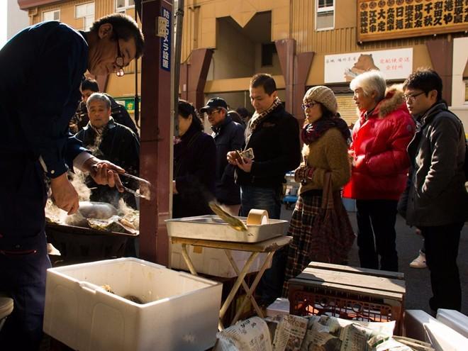 tsukiji-fish-market-tokyo-japan-6