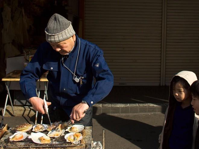 tsukiji-fish-market-tokyo-japan-8