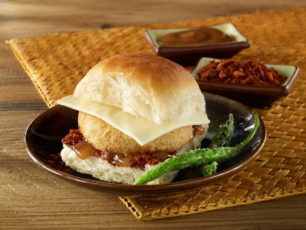 vada-pav-in-mumbai-best-street-food-in-india