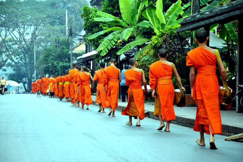 alms giving ceremony luang prabang morning 2