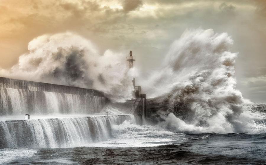 27 incredible lighthouses - San Esteban de Pravia, Spain
