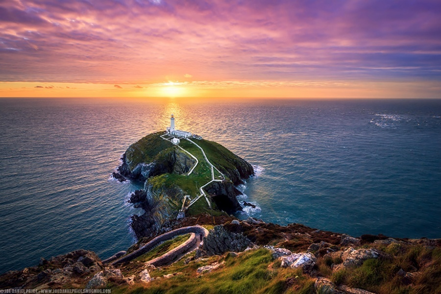 27 incredible lighthouses - Sunset of Wales, United Kingdom