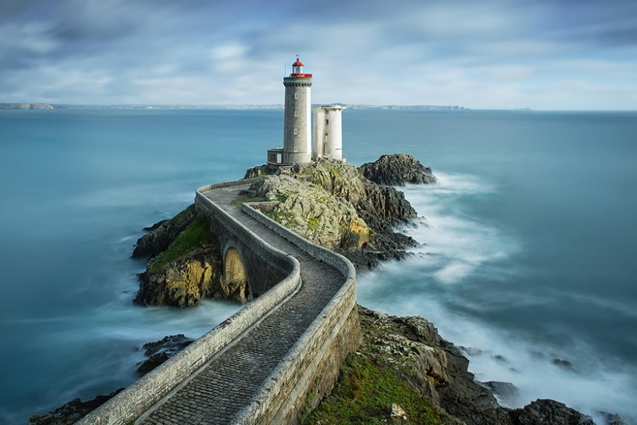 27 incredible lighthouses - The sunrise in Brest, France