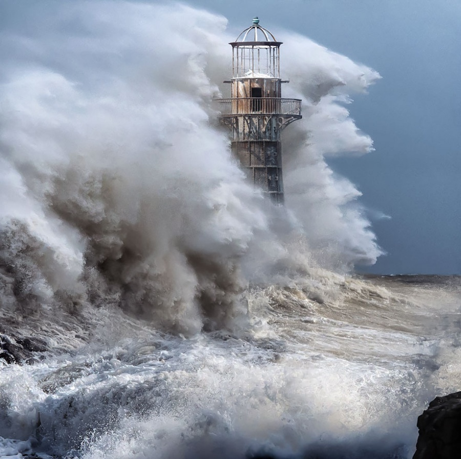 27 incredible lighthouses - Whiteford Lighthouse, England