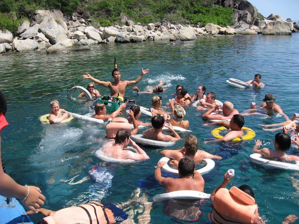 4 island tour. Photos: nhatrangtrip.com