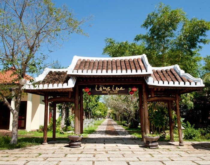 Ancient architectual gate_Hoi An silk village_source: mytour.vn