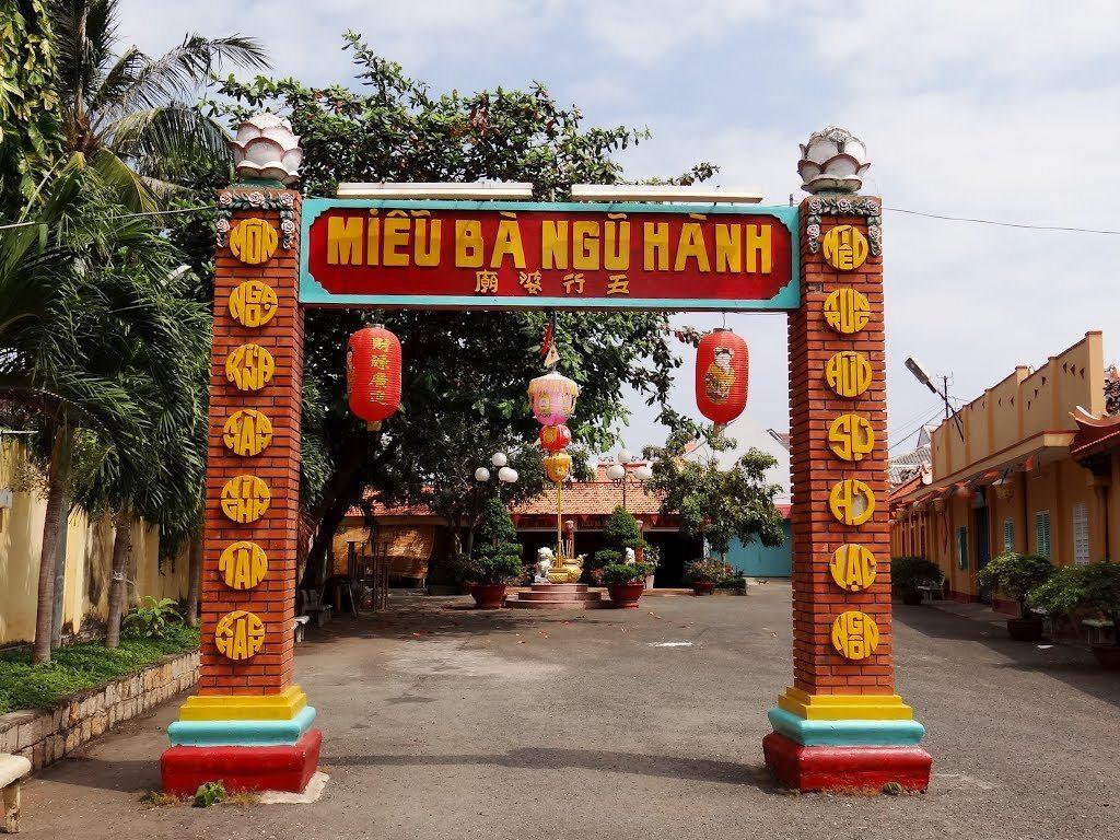 Ba Ngu Hang temple
