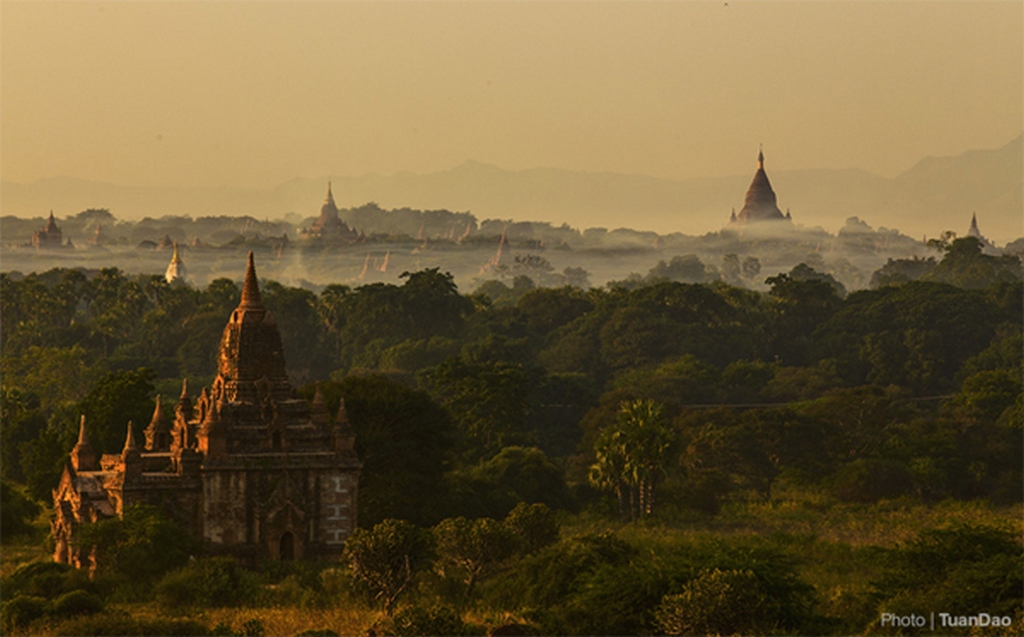Many visitors linger to survey the beauty of the ancient capital when the sun rises_Bagan travel guide_source: Tuan Dao