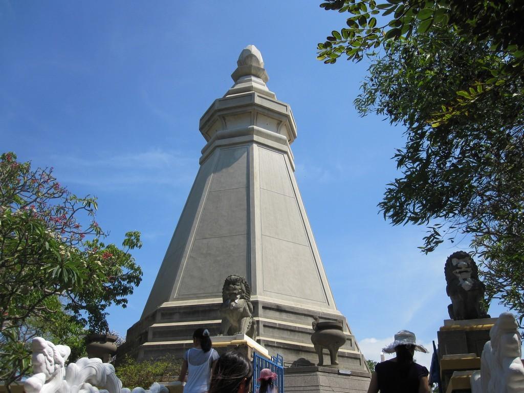 Bat Giac tower. Photo: phanxipang