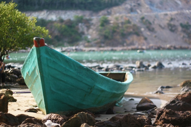 Boat in Men beach