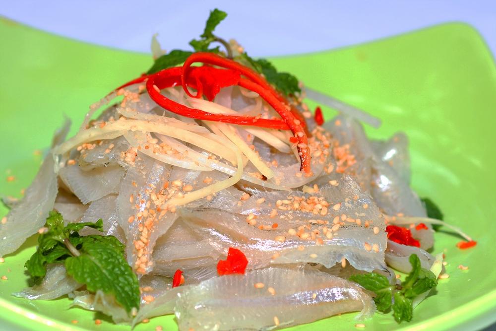 Ca Mai salad (white sardine salad) is tourists' favourite specialty Photo: Nguyen Binh