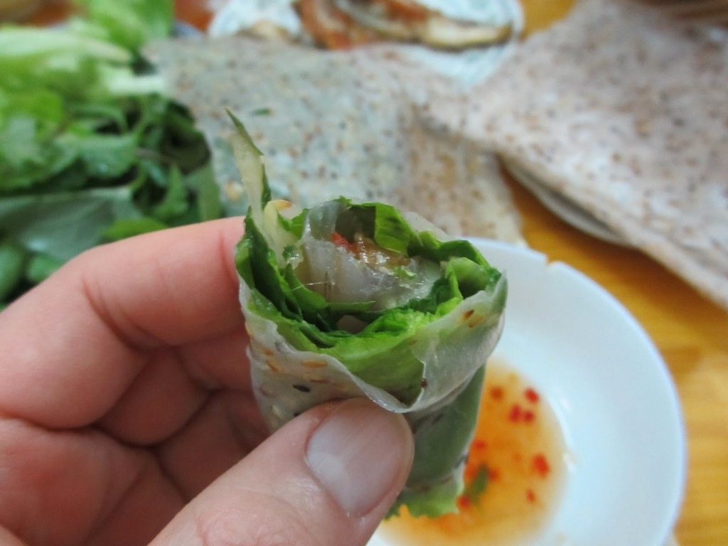 A roll of Ca Mai salad with mixed green leaves and herbs Photo: Nguyen Binh