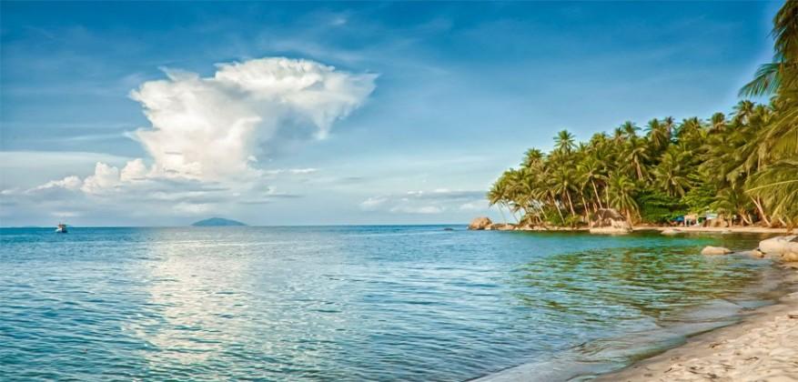 Calm beach of Nam Du Islands