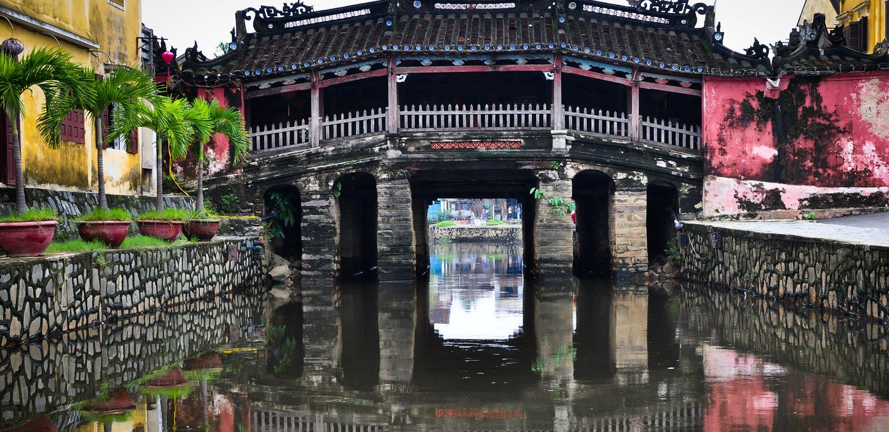 Chua Cau_source citypassguide.com