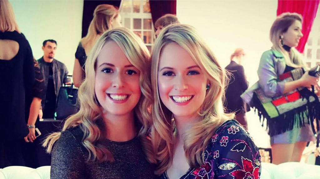 Claire-and-Laura-Twins-that-Travel