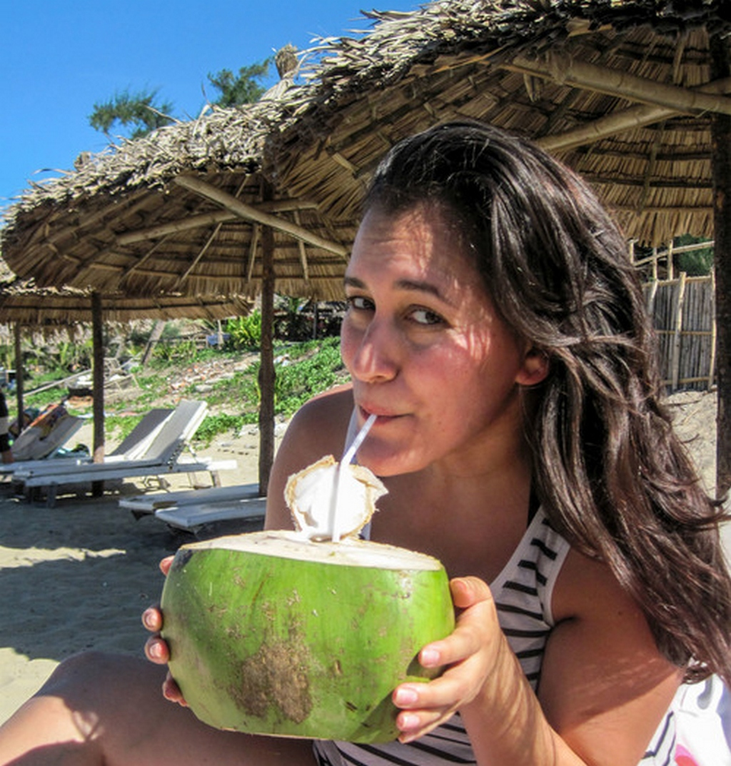 Danika drinks coconut milk on the beach_nguon : Nguyen Chi