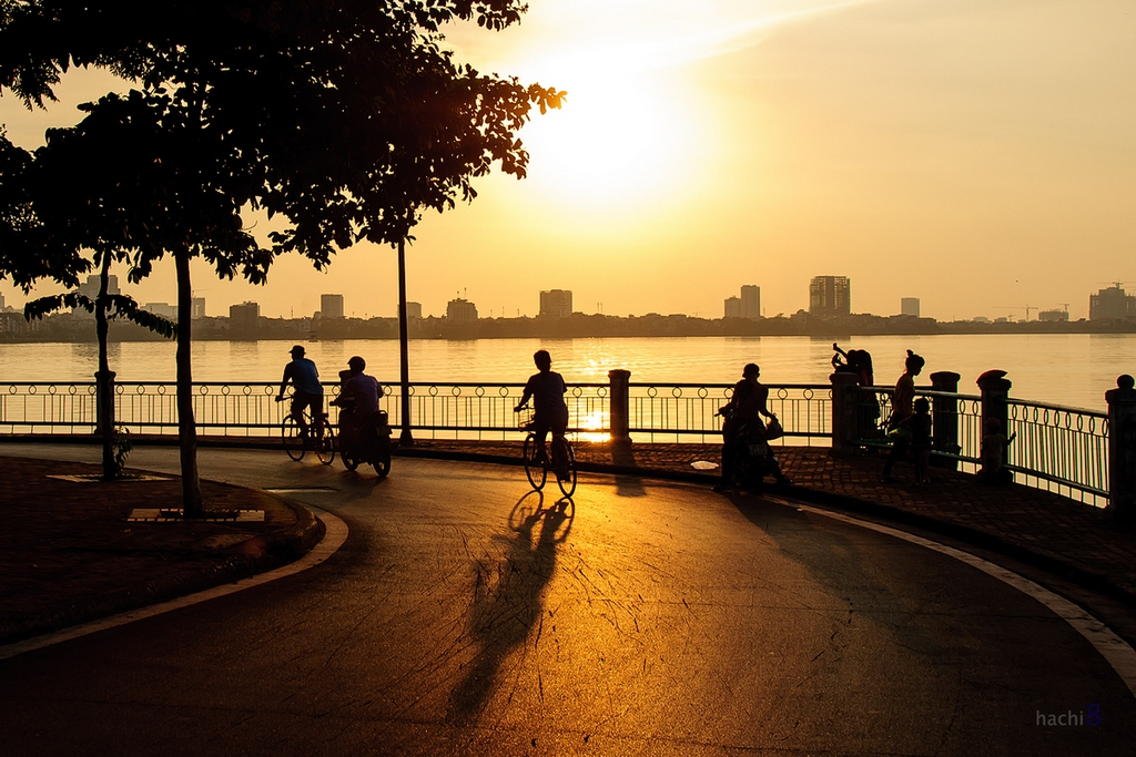 EH-Sunset-on-West-Lake-Hanoi-attraction-city-tour vietnam 245