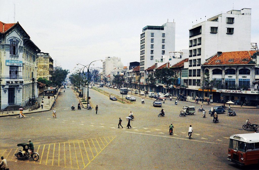 Ham Nghi Boulevard_Le Loi Boulevard view from overpass_Ho Chi Minh pictures_source: buffalotrip.com